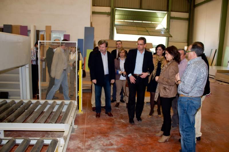 Antonio basagoiti realiza una visita por mancha real - Muebles en mancha real ...