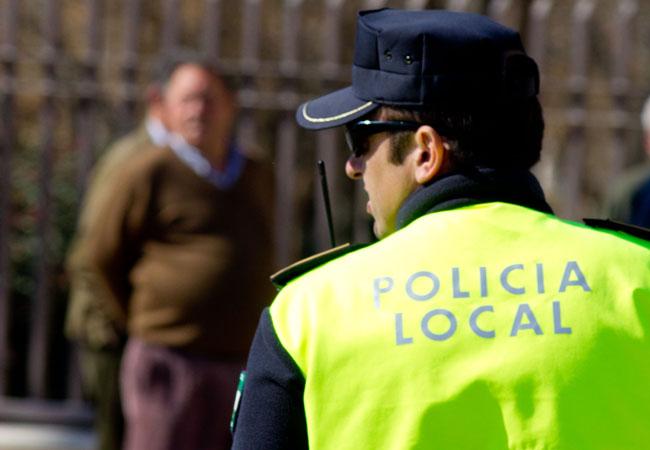 Un Agente de la Policia Local en acto de servicio