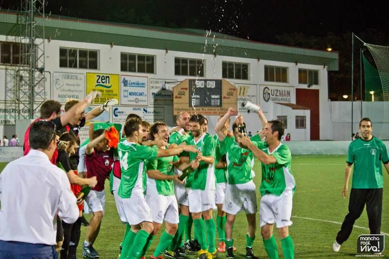 El At. Mancha Real celebra su clasificación matematica para jugar el ascenso a 2ªb