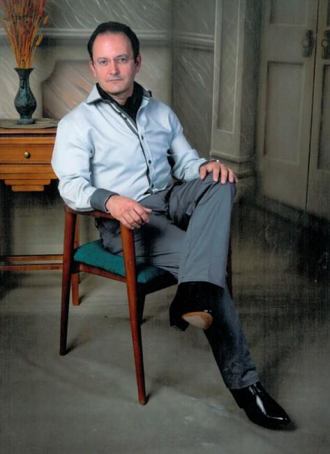 Manuel Pérez Soto en una sesión de fotos promocional