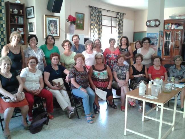 """La Asociación """"La Serranilla"""" en el taller de Hogar y Economía Sostenible a cargo de la ADR Sierra Mágina"""