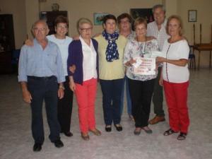 Entrega de la Asociación Alcoray del cheque de compras en la localidad a Margarita