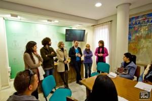 Los Concejales de Turismo y Hacienda junto con la directora y los monitores de la Casa de Oficios