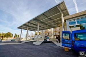 La nueva infraestructura dispone de 3 dársenas  con capacidad para atender a los 76 servicios