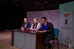 El Presidente de la Asociación San José, la Alcaldesa y el Concejal de Turismo en la presentación