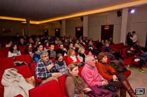 Un gran número de personas acudió para ver la presentación en primicia