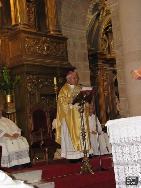 El Obispo D. Ramón del Hoyo en la Iglesia de San Juan Evangelista de Mancha Real