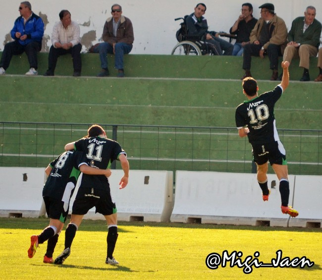Jonathan Rivera celebra el gol