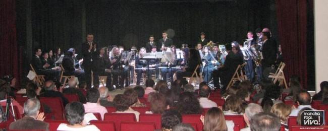 Agrupación Musical Amigos de la Música en el concierto dedicado a su compañero