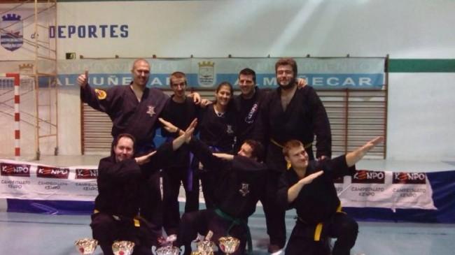 Lorenzo Casas y su siete alumnos, cinco de ellos de Mancha Real