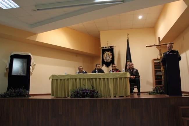 El párroco Don Francisco Delgado Patón presenta el cartel