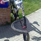 Asi quedó la rueda de la bici de Manuel
