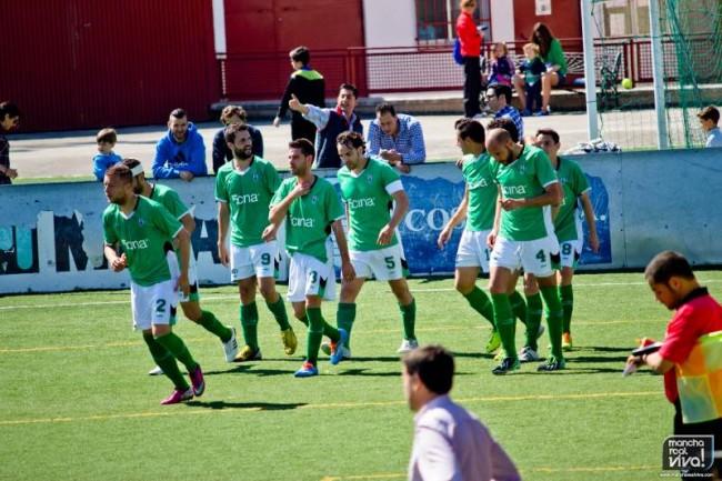 Los jugadores celebran el gol de Oya