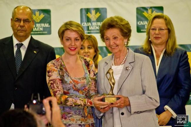 """La Presidenta de Monva, Araceli Vañó, en la entrega de premios """"Denominación de Origen"""" de 2012 celebrada en Mancha Real"""