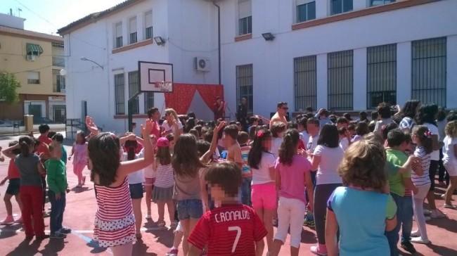 Fiesta final de Payasos y Magia en el patio del centro