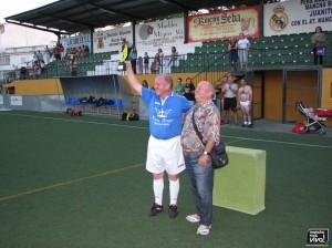 Martín Sánchez - Capitán recogiendo el trofeo