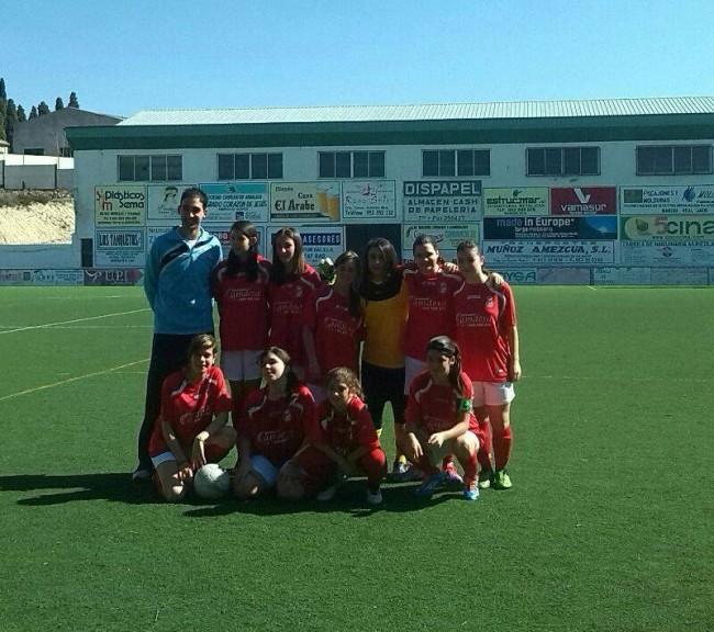 El equipo femenino de fútbol 7 junto a su entrednador