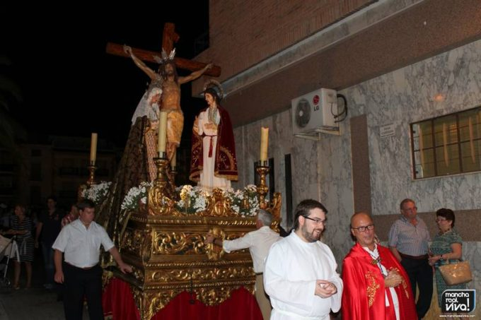 Don Mariano Peralta acompañó la procesión como nuevo párroco