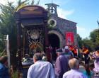 Los peregrinos celebran la Romería en Honor a la Virgen del Rosario con la mirada puesta en el cielo
