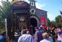 Photo of Los peregrinos celebran la Romería en Honor a la Virgen del Rosario con la mirada puesta en el cielo