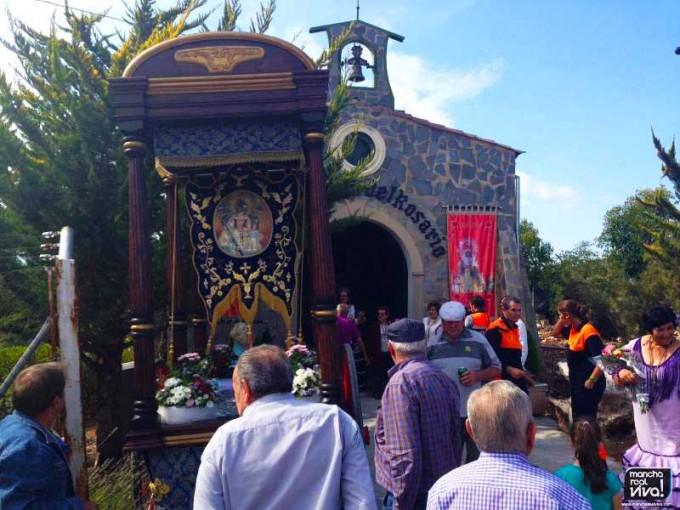 La carroza con la Imagen de la Virgen del Rosario llegando a la Ermita de la Francia