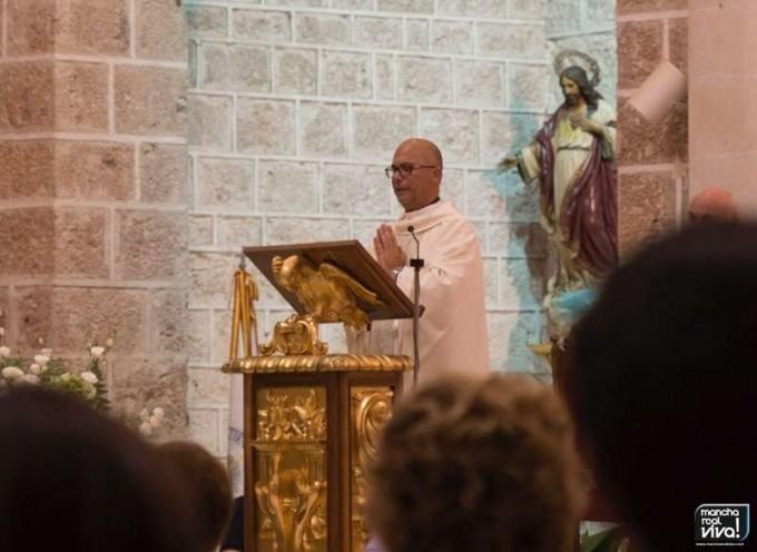 D. Mariano Cabeza Peralta en el Altar Mayor de San Juan Evangelista