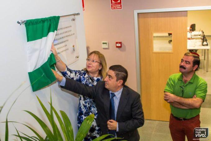 Francisco Reyes y Micaela Martinez inaugurando el edificio