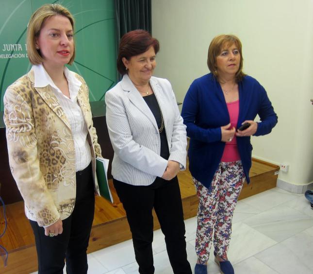 La secretaria general de Ordenación del Territorio y Urbanismo de la Consejería de Agricultura, Pesca y Medio Ambiente, Gloria Vega, junto a la delegada del Gobierno andaluz, Purificación Gálvez.