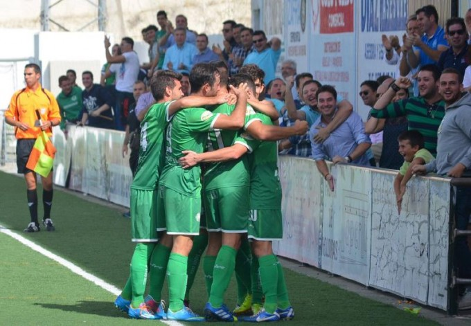 Los verdes celebran el gol de Miguelito. Foto: Miguel José Jiménez