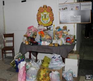 Alimentos y juguetes donados
