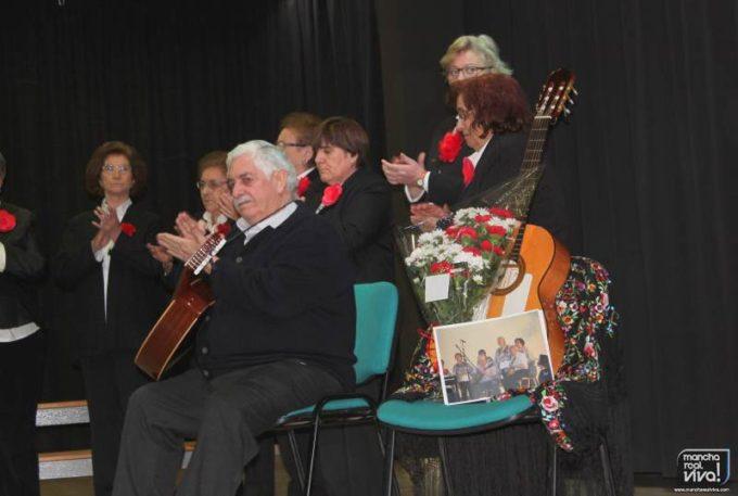 La guitarra de Manuel Machuca sobre su silla