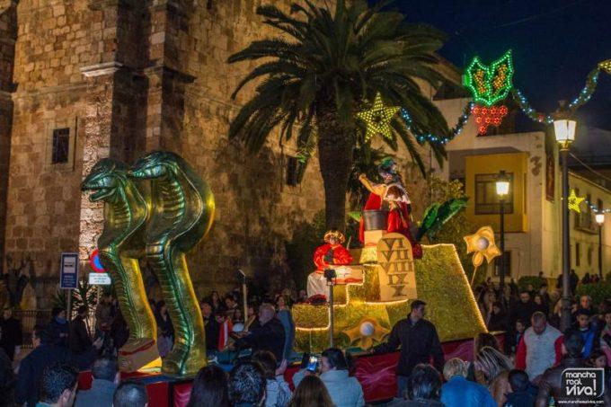 la cabalgata de Reyes pasa por la Plaza de la Constitución