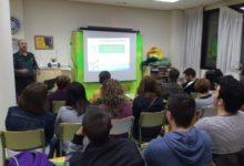 Photo of El Centro de Adultos conmemora el Día Escolar de la No Violencia y la Paz con una charla