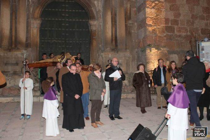 El Señor de las Misericordias en la puerta de la Iglesia de San Juan Evangelista