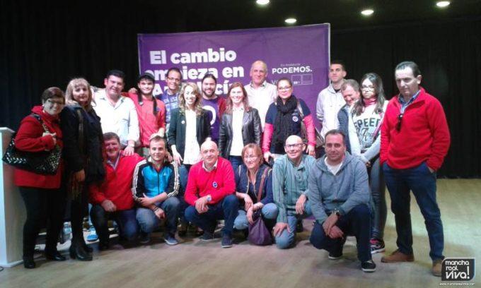 Foto de grupo en el acto de campaña
