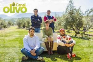 Foto promocional con los cinco integrantes del proyecto