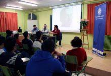Photo of Rafael Alarcón invita a la lectura de Miguel Hernández en el IES Peña del Águila