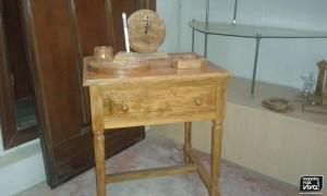 Mesita de madera de olivo
