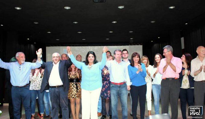 Al final del acto los protagonistas saludaron a los asistentes