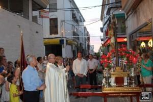 El Párroco Don Mariano Cabeza rezando una oración