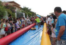 Photo of El tobogán acuático gigante reúne a cientos de jóvenes