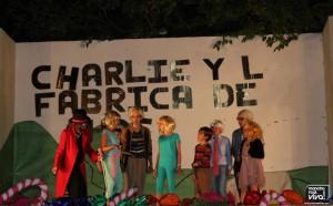 Willy Wonka con Charlie y los niños