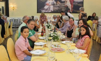 Cena de despedida con nuestros vecinos de Saint Georges Sur Loire