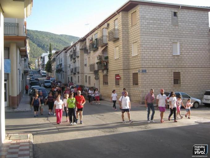 La comitiva a su paso por calle Islas Canarias