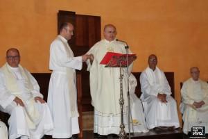 Don Miguel recibe las llaves de manos del Vicario