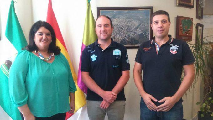 La alcaldesa junto al responsable de Wi+ y el responsable del area de Nuevas Técnologías del Ayuntamiento