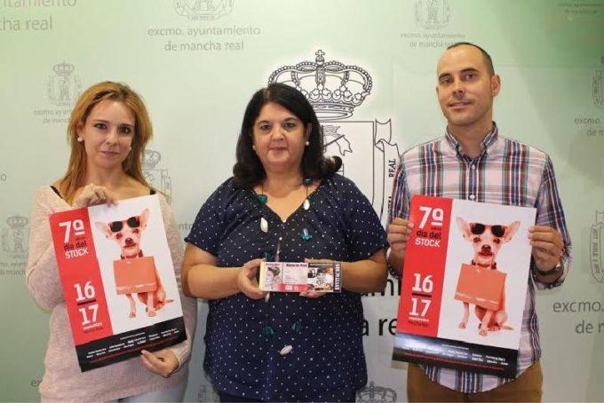 La Alcaldesa María del Mar Dávila con Sara Carrascosa y Pedro Pulido
