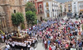 La procesión de la Virgen del Rosario cierra la Feria de Octubre 2015