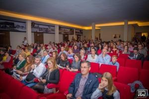 El público escuchando atentamente