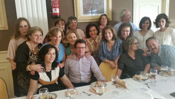Los familiares amigos  y compañeros posaron con Cristina y Boni